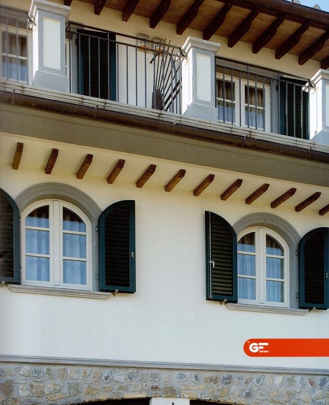 Altri serramenti archivi serramenti in pvc a milano for Finestra legno bianco