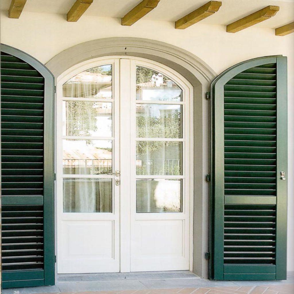 Portafinestra ad arco legno bianco con persiana for Finestra legno bianco