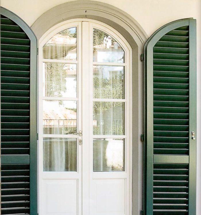 Portafinestra ad arco legno bianco con persiana - Porta finestra legno ...