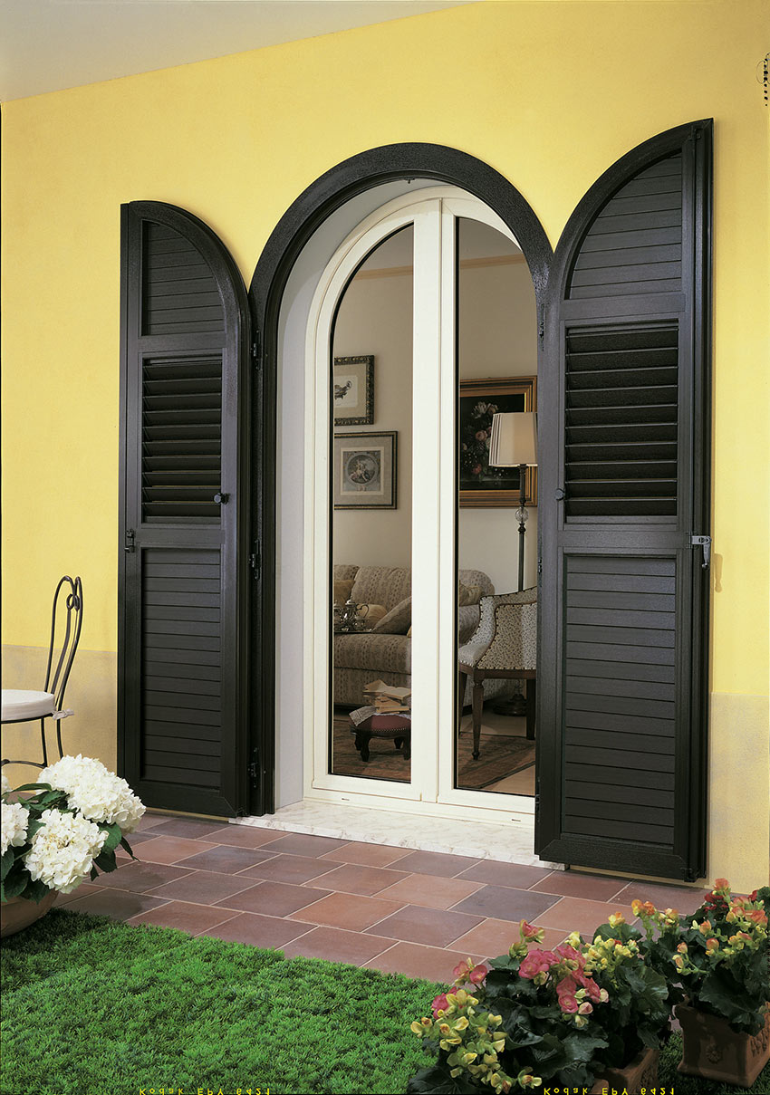 Porta finestra in pvc con persiana ad arco mdb portas for Finestre con scuri