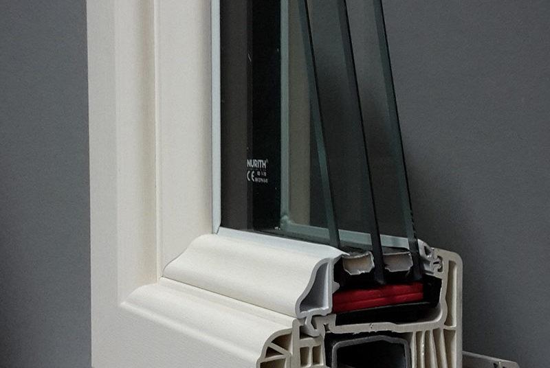 finestra pvc prma con vetri