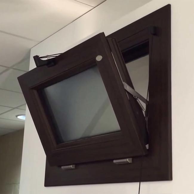 finestra in pvc con apertura a bilico