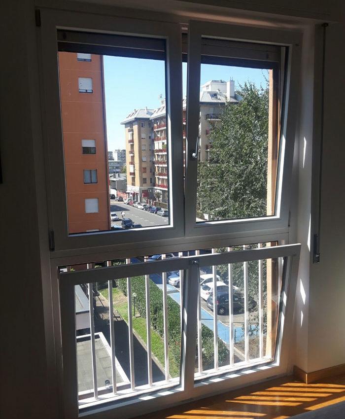 Porta Finestra A Due Ante.Finestra In Pvc A 2 Ante Con Sottoluce Wasistas Mdb Serramenti